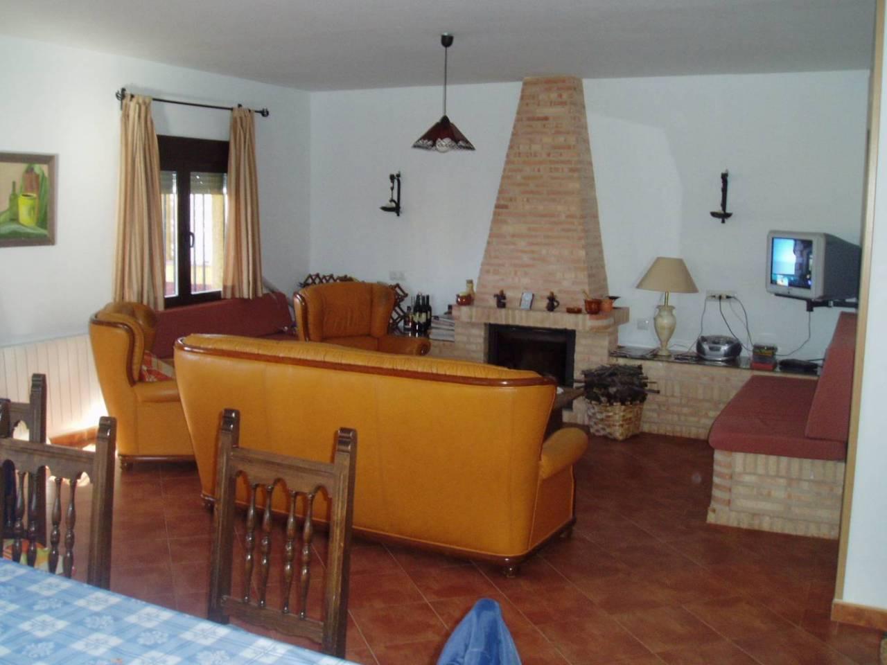 se vende casa chalet /TIERRA REGADIO//